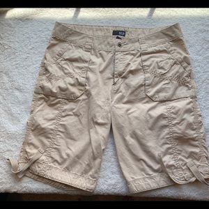 Ladies Bermuda kaki shorts